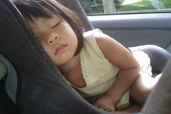 Ne laissez jamais votre enfant seul dans une voiture ! (surtout en plein soleil)
